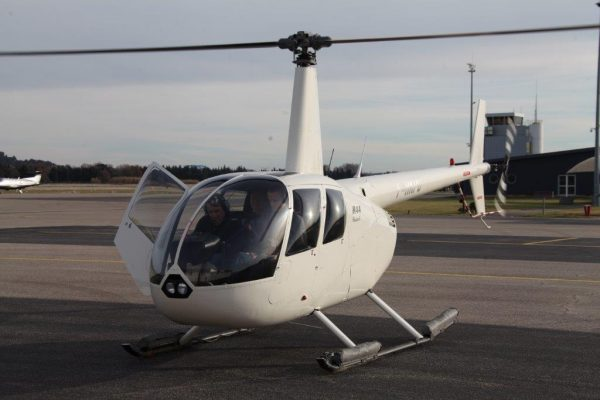 R44 au départ pour un vol d'initiation