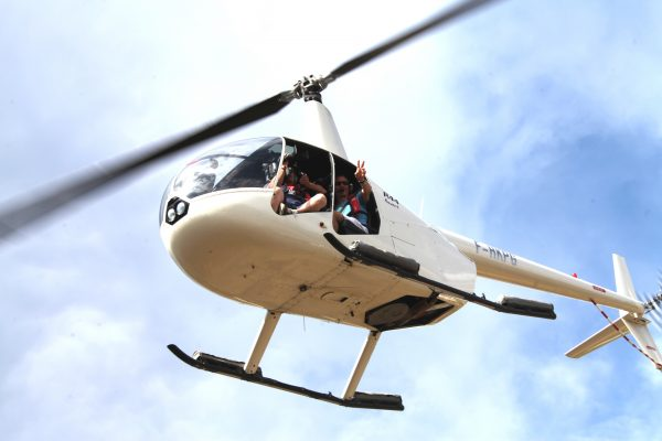 Prise de vue aérienne avec le R44 pour les voiles de Saint Tropez